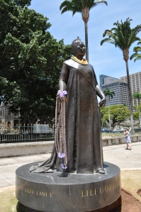 Queen Liliuokalani statue outside the Hawaii state house