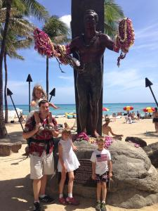 Sergio, Aurelia, Isabella, and Lucas at the statue of Duke on Waikiki